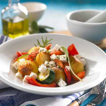 Gemüse Röstkartoffel Salat mit Salakis Schafkäse