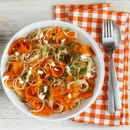Möhren Dinkel-Spaghetti mit Salakis