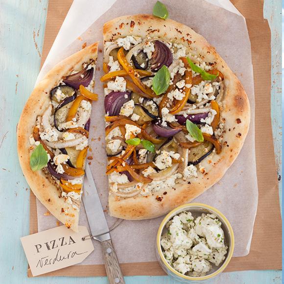 Pizza Verdura mit Salakis