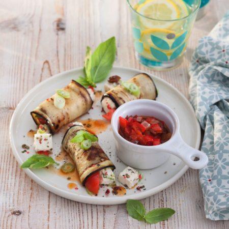 Auberginen Rölllchen mit Paprika Salsa und Salakis