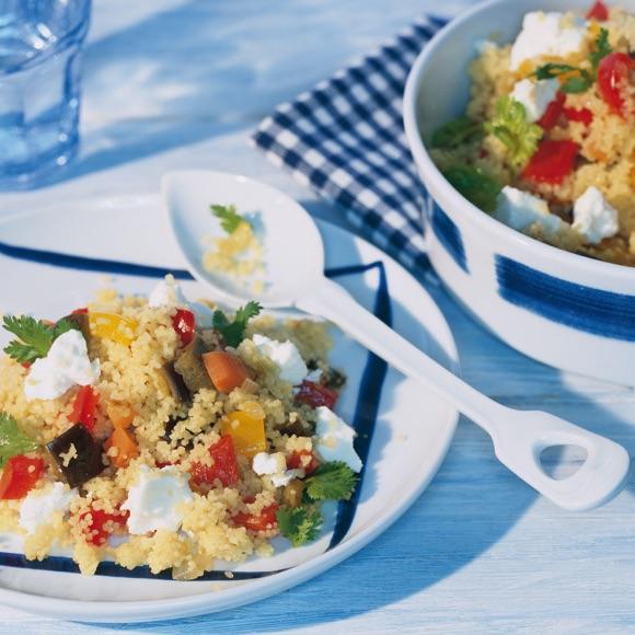 Bunter Gemüse-Couscous-Salat mit Salakis Schafkäse
