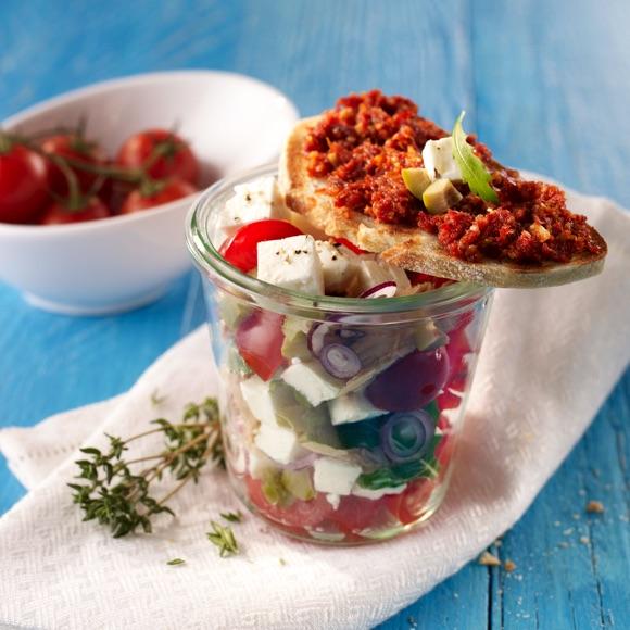 Ciabatta mit Salakis Schafkäse Salat