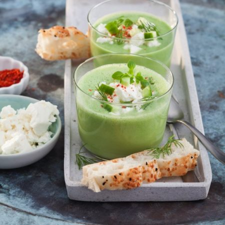 Gurken Gazpacho mit Salakis Schafkäse