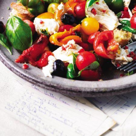 Tomatensalat mit Salakis Schafkäse